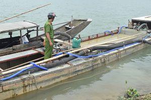 Liên tiếp bắt thuyền hút cát lậu trên sông Hương
