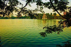 Lý giải thú vị: Vì sao nước Hồ Gươm luôn có màu xanh?
