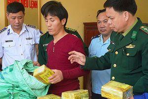 Khen thưởng lực lượng phá đường dây ma túy tiền tỷ giấu trong túi trà