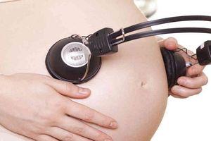 Gắn tai nghe trực tiếp vào bụng bầu sẽ ảnh hưởng lớn đến thính lực thai nhi