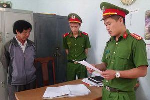 Bắt giam hiệu trưởng, khiển trách chủ tịch huyện