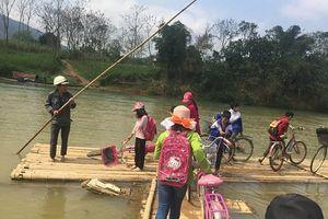 Thanh Hóa: Tròng trành những chuyến đò ngang đưa các em nhỏ vùng cao tới trường