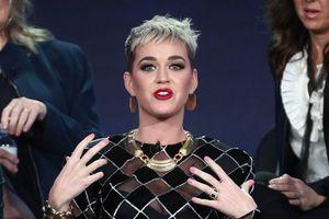 Katy Perry vị giám khảo American Idol đầu tiên bị người yêu của thí sinh 'dằn mặt'