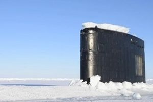 Tàu ngầm hạt nhân Mỹ chọc thủng lớp băng dày ở Bắc Băng Dương