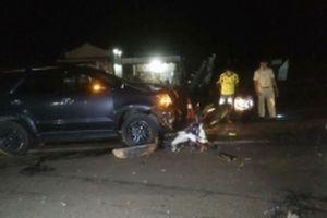 Xe máy đấu đầu ô-tô, hai người tử vong