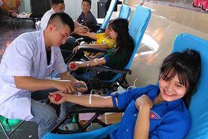 Tháng Thanh niên 2018: Tái chế lốp xe; dựng tủ đồ; hiến máu