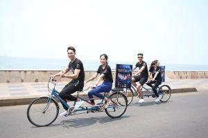 Thí sinh người mẫu thời trang Việt Nam đạp xe kêu gọi bảo vệ môi trường