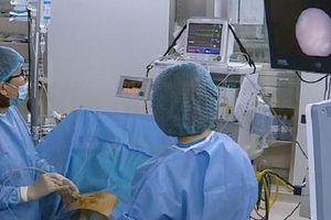 Mổ 'trong bụng mẹ' cứu kịp thời song thai mắc hội chứng truyền máu.