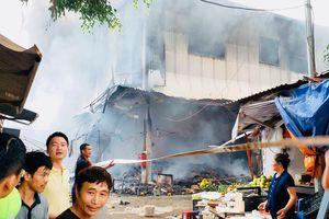 Cháy lớn ở chợ Quang, huyện Thanh Trì, Hà Nội