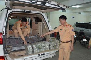 Quảng Ninh: Bắt xe biển kiểm soát Lào chở 100 bánh herôin