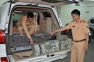 Xe Land Cruiser biển số Lào vận chuyển 100 bánh heroin