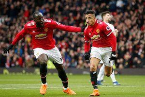 Sanchez và Lukaku lập đại công, MU 'xử đẹp' Swansea