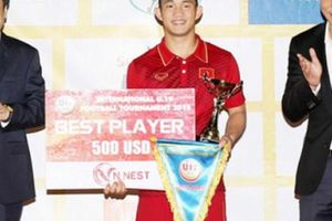 Nhận giải thưởng, sao U19 Việt Nam chia sẻ xúc động
