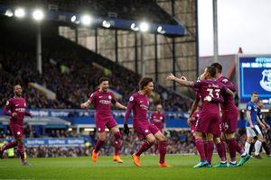 Man City chờ đăng quang Premier League ở trận derby Manchester
