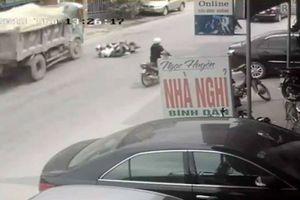 Tài xế đánh lái ngoạn mục cứu mạng 2 nữ sinh trong gang tấc có phải bồi thường?