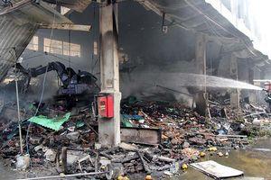Công an khám nghiệm hiện trường, điều tra vụ cháy chợ Quang