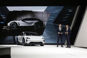 Porsche trình làng mẫu xe thể thao chạy hoàn toàn bằng điện