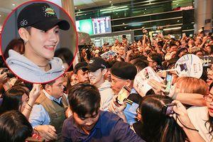 'Hoàng tử lai' Kim Samuel chật vật thoát khỏi 'biển' fan Việt giữa đêm khuya