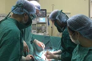 Bóc tách khối u cổ tử cung nặng 7kg, cứu sống bệnh nhân
