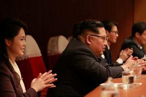 Ông Kim Jong Un hào hứng xem dàn sao Hàn trình diễn
