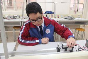 Nam sinh đam mê Vật lý được trao danh hiệu gương mặt trẻ tiêu biểu Quảng Ninh