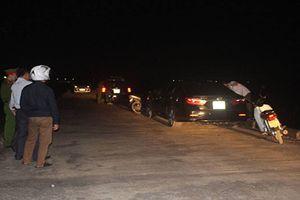 Chồng 'chết đứng' khi phát hiện vợ ở chung ô tô với người hàng xóm giữa đồng vắng