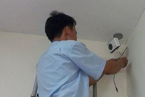 Lộ hình ảnh nhạy cảm từ... camera an ninh