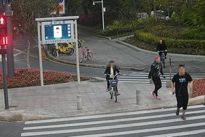 Trung Quốc: Dùng công nghệ phạt người đi bộ sai làn