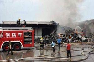 Huy động PCCC từ Trung Quốc, KCN Hải Yên vẫn chưa dập được lửa