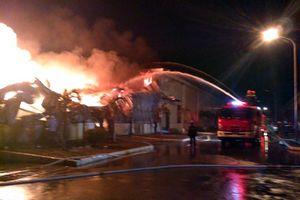 Cháy lớn khu công nghiệp ở Móng Cái: Huy động 800 người chữa cháy