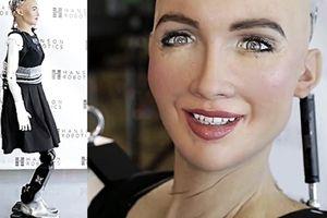 Nữ robot giống người nhất và những bước đi đầu tiên