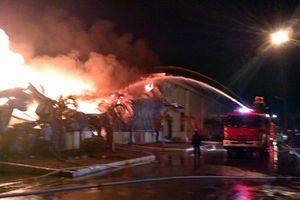 Cháy suốt đêm tại kho hàng công ty sợi trong khu công nghiệp