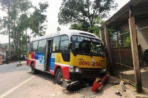 Xe buýt đâm xe máy, 2 người chết, 3 người nguy kịch