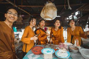 Ảnh kỷ yếu mang phong cách 'chợ búa' của học sinh Ninh Bình