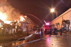 Nhà máy sợi ở Quảng Ninh cháy suốt đêm