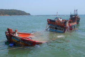 Hai tàu cá bị tàu vỏ sắt đâm chìm, 7 người thương tích