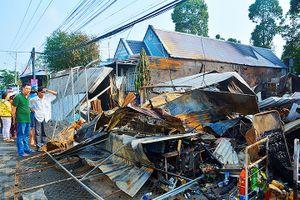 Kiên Giang: Cháy trong đêm, 5 căn nhà bị thiêu rụi
