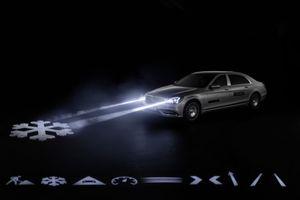 Mercedes-Maybach với Digital Light 'vẽ' được những gì lên mặt đường?