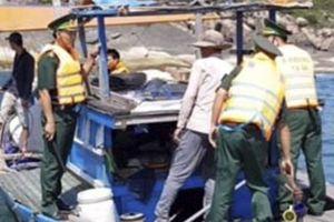 Xử lý chủ thuyền cá dùng thuốc nổ đánh bắt trên biển