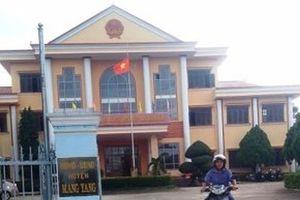 Gia Lai: Chủ tịch xã cầm dao rựa 'kéo quân' đi đánh người