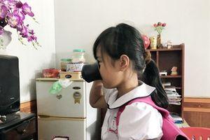 Cô giáo phạt học sinh 'súc miệng' bằng nước giặt giẻ lau bảng là con Phó trưởng Phòng Giáo dục