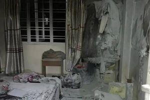 Cháy nhà cả gia đình bị thương: Do vợ tẩm xăng tự sát?
