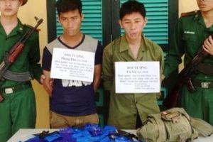 Bắt giữ 2 người Lào có súng, vận chuyển ma túy 'khủng' vào Việt Nam