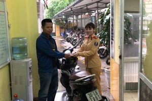 Phát hiện xe gian, CSGT Hà Nội bàn giao cho cảnh sát hình sự Bắc Ninh