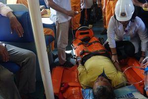 Hơn 14 giờ vượt biển động, cứu ngư dân nguy kịch trên biển