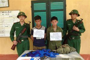 Bắt giữ 2 đối tượng người Lào mang theo súng K54 vận chuyển ma túy