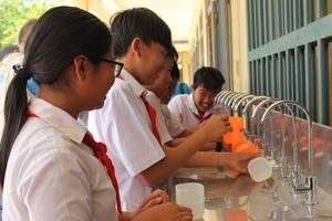 Nâng niu những giọt nước sạch ở vùng lũ Bình Định