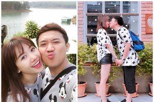 1 năm sau khi kết hôn, Trấn Thành - Hari Won vẫn nghiện mặc đồ đôi 'đốn tim' fans
