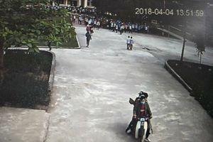Hà Tĩnh: Nguyên nhân 4 thanh niên vác gậy xông vào trường đánh học sinh lớp 9