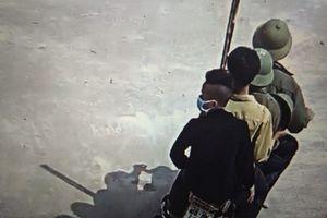 Nhóm thanh niên nghênh ngang xông vào trường đánh học sinh